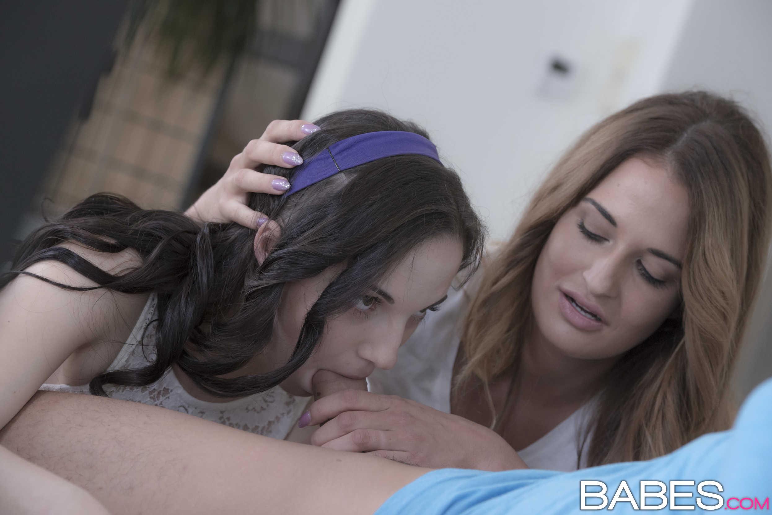 Kristy Black y Nicole Vice chupan y cogen juntas