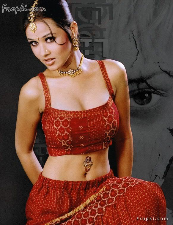 Nisha Kothari wearing Bikini Blouse AbuaoroA