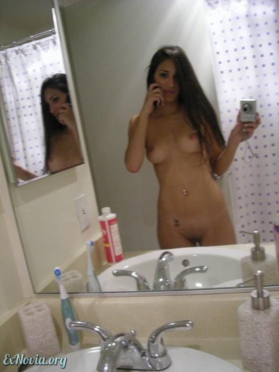 девушки сами себя фотографируют в душе