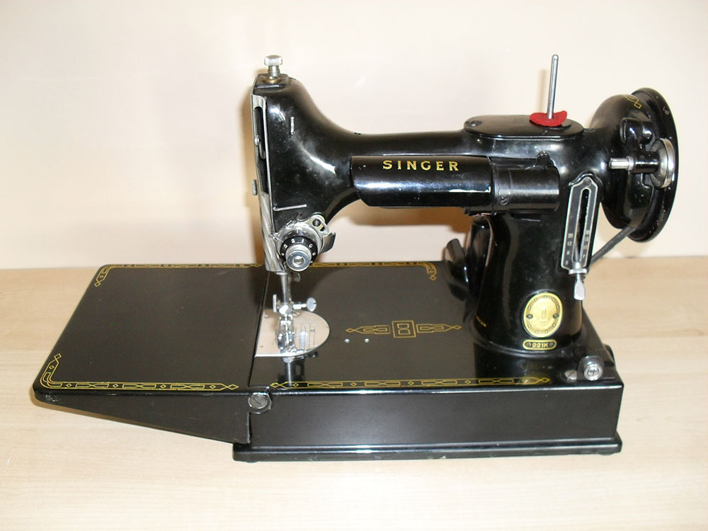 Vintage singer portable sewing machine 221k with case for Decor 99 sewing machine