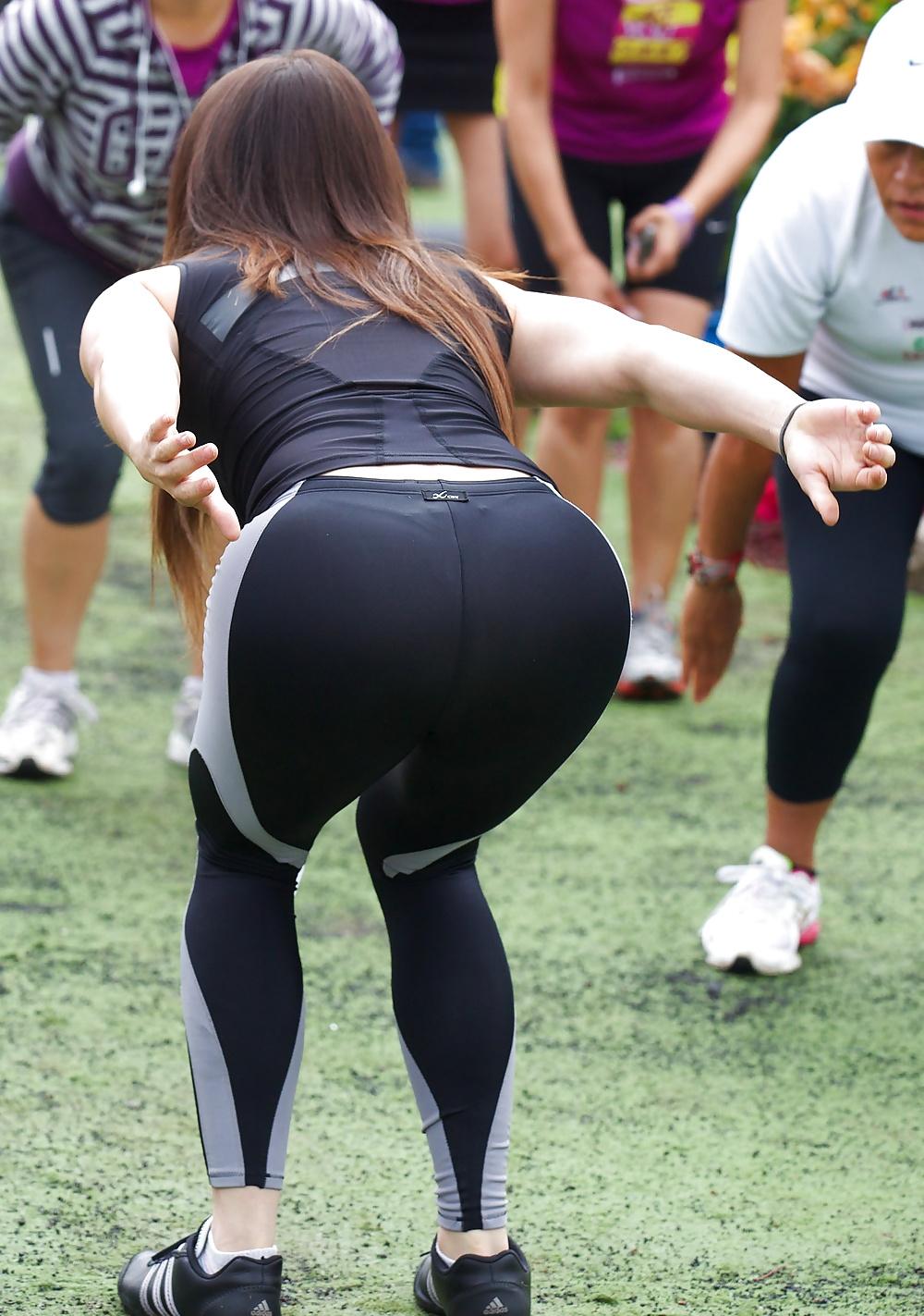 10 nalgona de instructora del gym 8