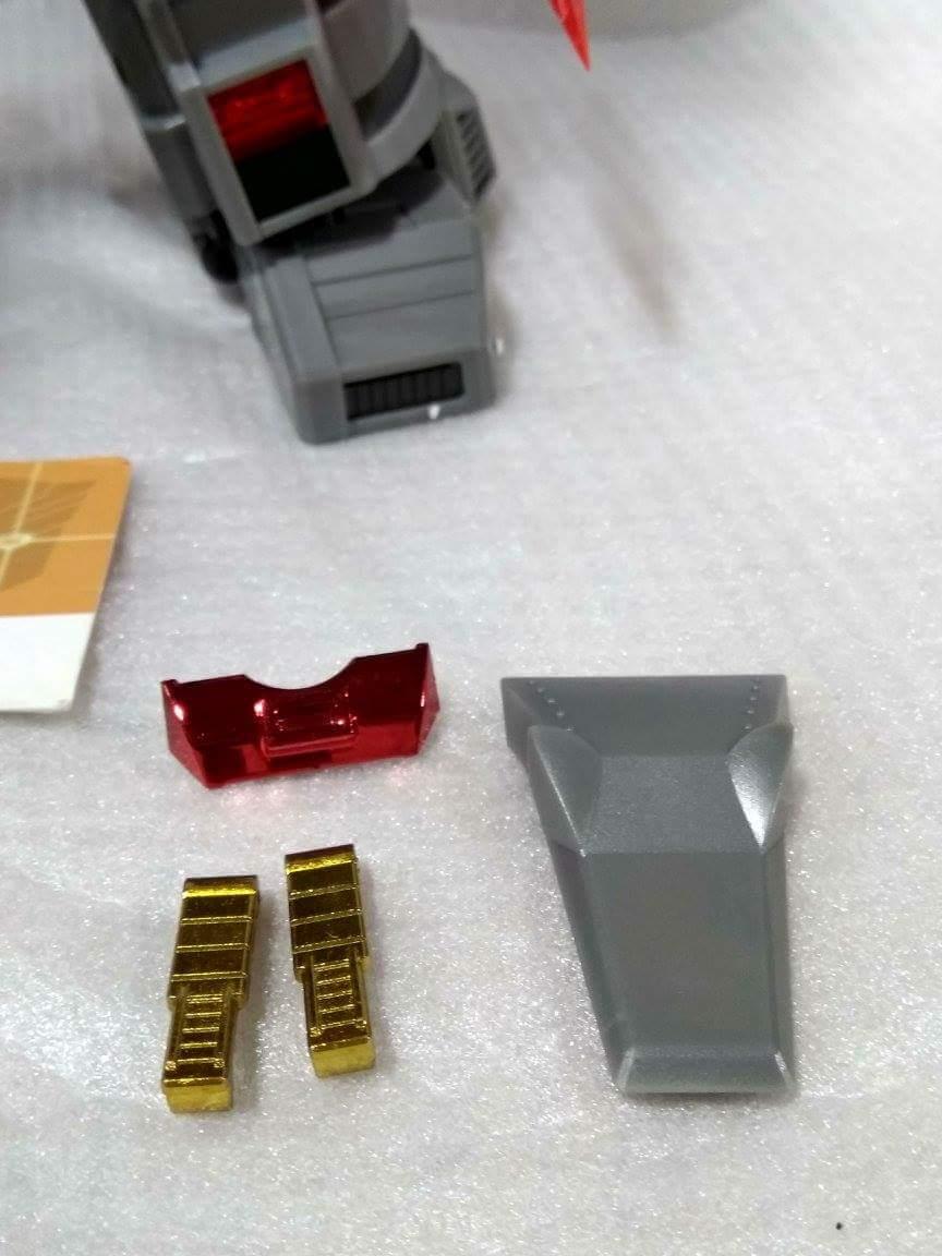 [Fanstoys] Produit Tiers - Dinobots - FT-04 Scoria, FT-05 Soar, FT-06 Sever, FT-07 Stomp, FT-08 Grinder - Page 10 DVH9ramv