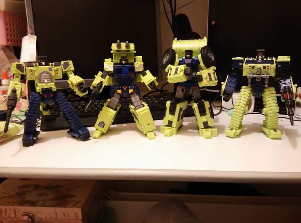 [Toyworld] Produit Tiers - Jouet TW-C Constructor aka Devastator/Dévastateur (Version vert G1 et jaune G2) - Page 5 P5MuoE0I