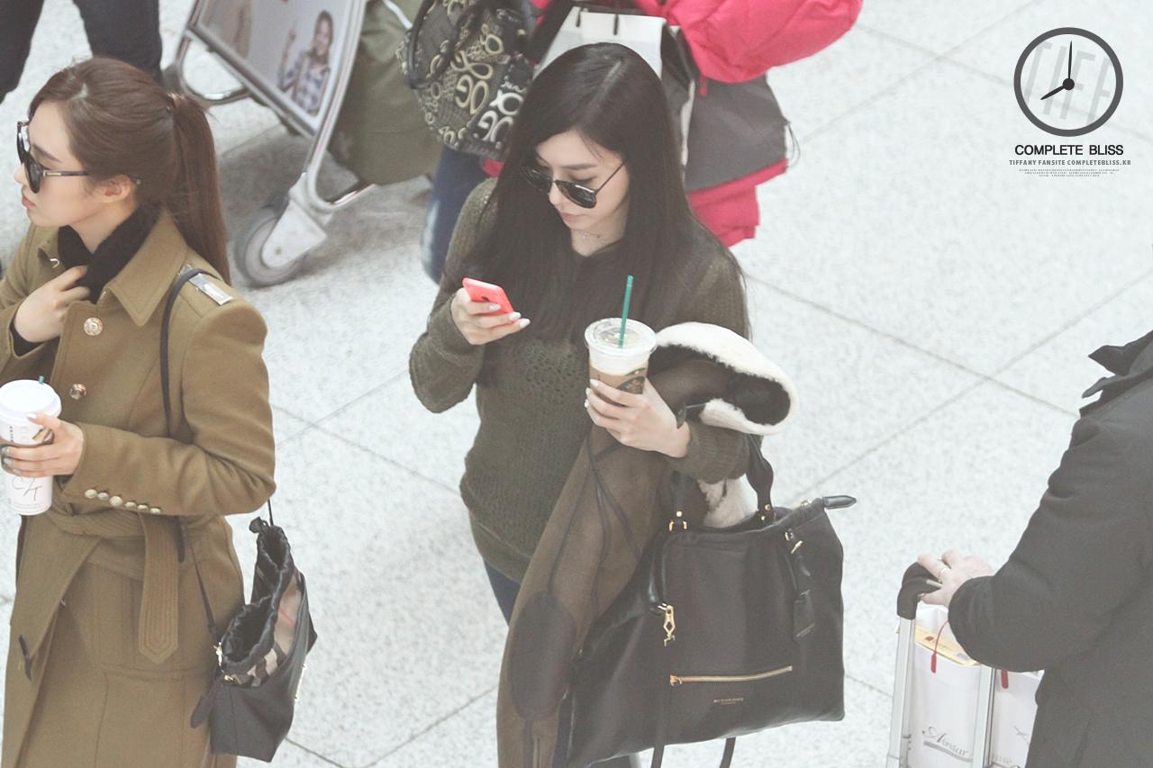 [140103] Tiffany y Yuri — Aeropuerto de Incheon Ade43KTr