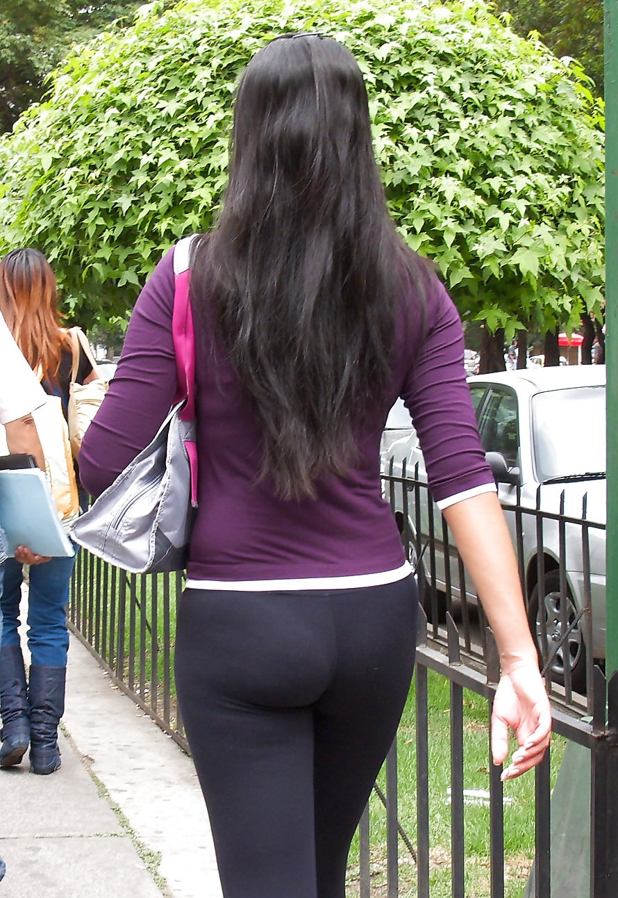 Esposa culona en leggins -