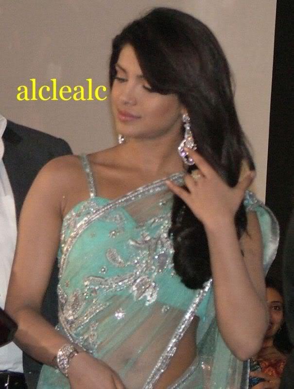 Priyanka Exposing Her navel and Sleeveless blouse AdqLwTbI