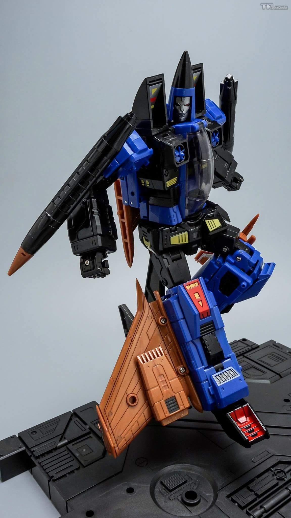 [ToyWorld] Produit Tiers - TW-M02A Combustor (Ramjet/Statoréacto), TW-M02B Assault (Thrust/Fatalo), TW-M02C Requiem (Dirge/Funébro) - Page 2 L6M5LXFo