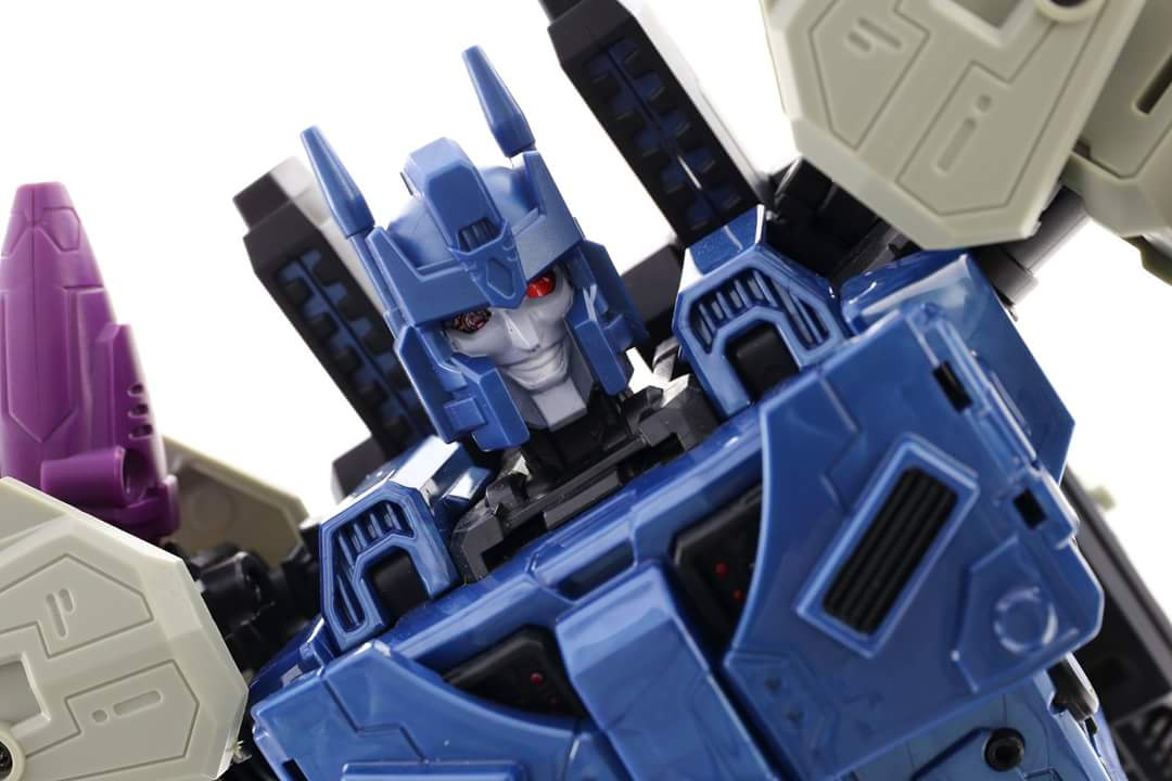 [Mastermind Creations] Produit Tiers - R-17 Carnifex - aka Overlord (TF Masterforce) - Page 3 Gpbfx0fD