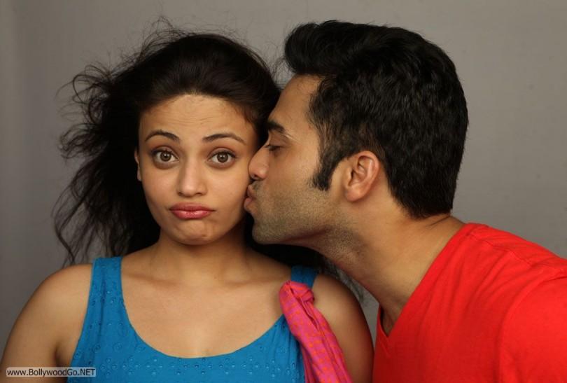 Sneha Ullal Kissing Ack32RHY