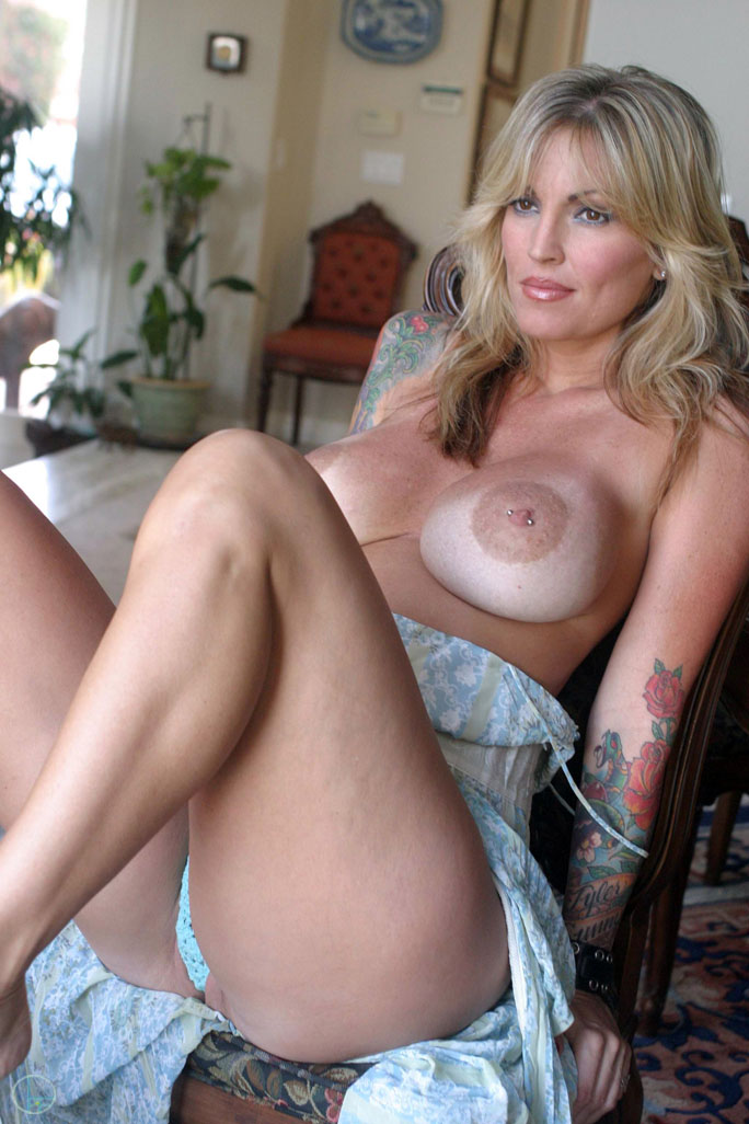awesome-nude-milf