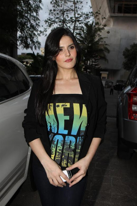 Zarine Khan at Wold No Tobacco Day Concert Pics AdlvDpEY