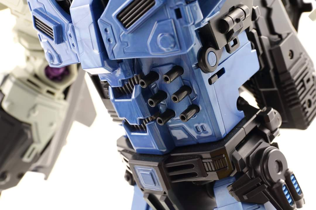 [Mastermind Creations] Produit Tiers - R-17 Carnifex - aka Overlord (TF Masterforce) - Page 3 MM4cIAbA