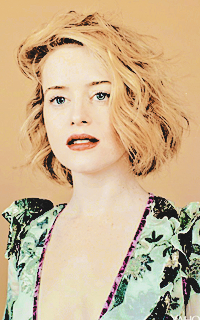 Claire Foy  GWcMsv7A