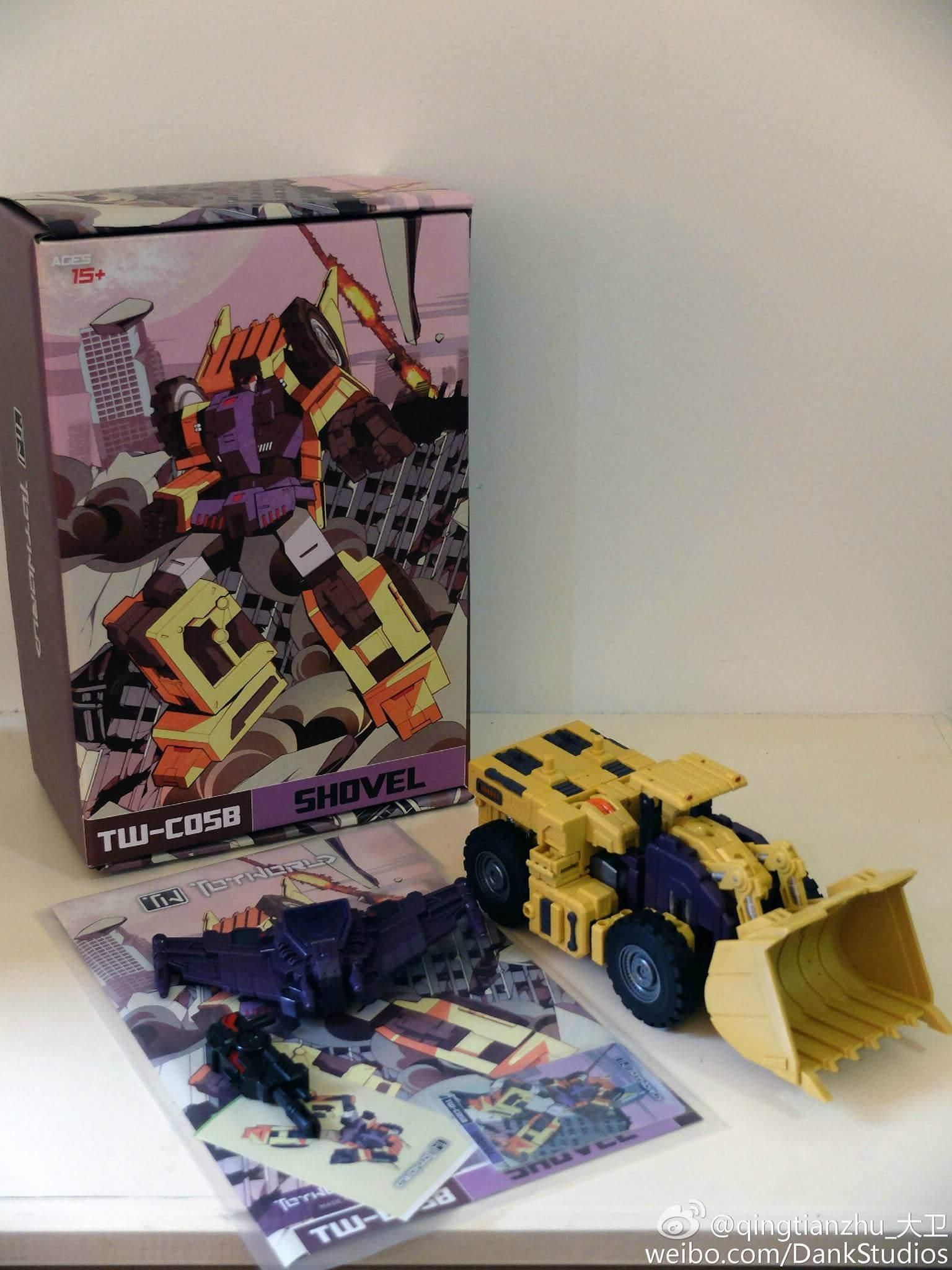 [Toyworld] Produit Tiers - Jouet TW-C Constructor aka Devastator/Dévastateur (Version vert G1 et jaune G2) - Page 8 WQz73481