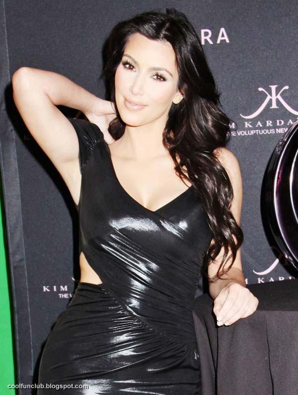 Kim Kardashian In Black Short Dress At New York Party  AcbUXrce