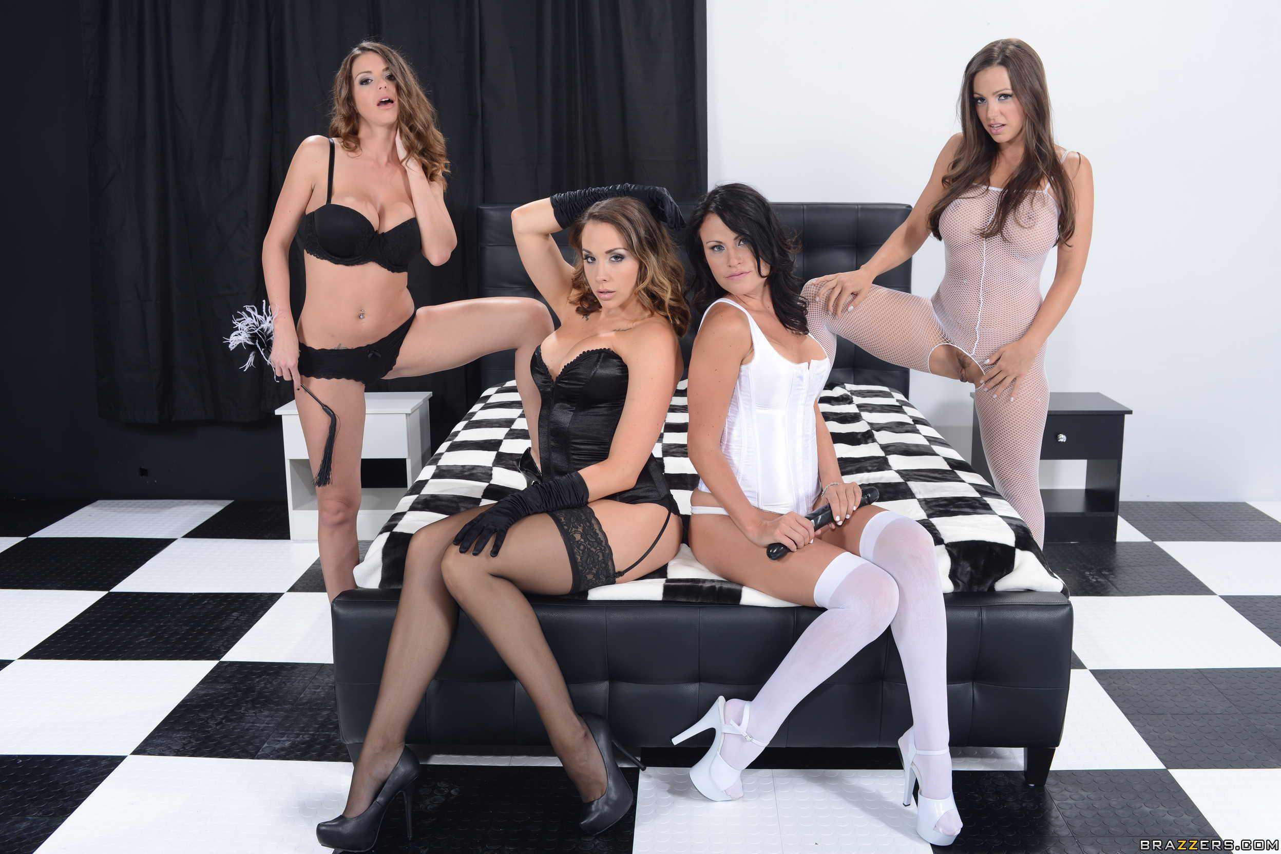 image Cuatro chicas muy besuconas se dan lengua