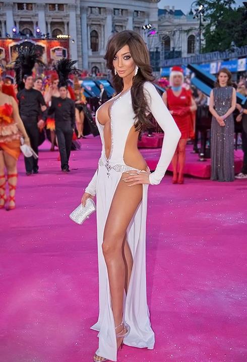 Yasmine Lafitte Nude 75