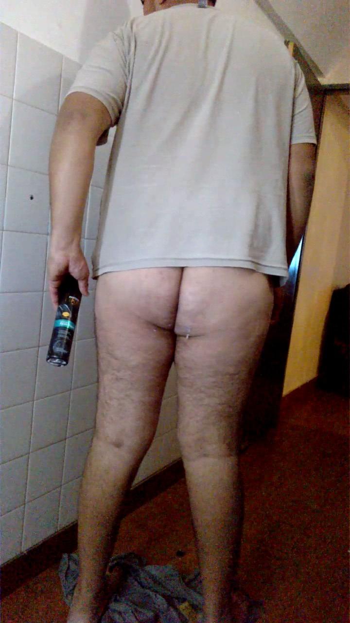 Gay se folla el culo con un dildo enorme - Pollas Grandes