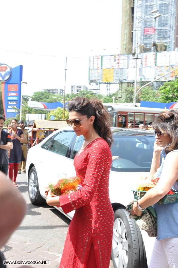 Deepika Padukone at Siddhivinayak Temple Pictures AdhxgdQZ