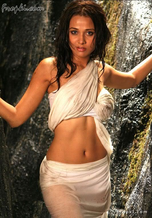 Nisha Kothari wearing Bikini Blouse Acc1offv