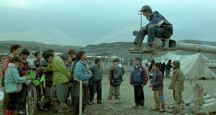 Vėžliukai gali skraidyti / Turtles Can Fly (2004)