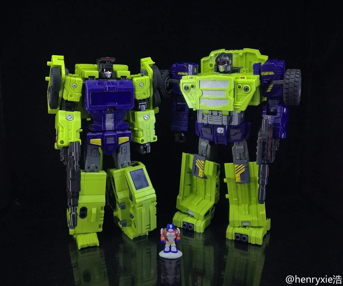 [Toyworld] Produit Tiers - Jouet TW-C Constructor aka Devastator/Dévastateur (Version vert G1 et jaune G2) - Page 7 DQ9CFhLG