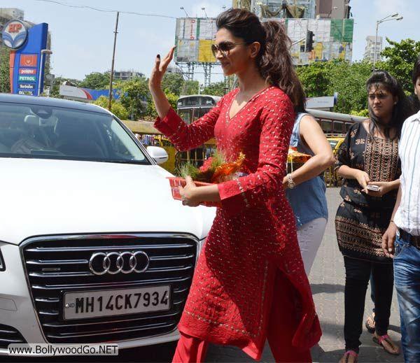 Deepika Padukone at Siddhivinayak Temple Pictures AbtbCRNe