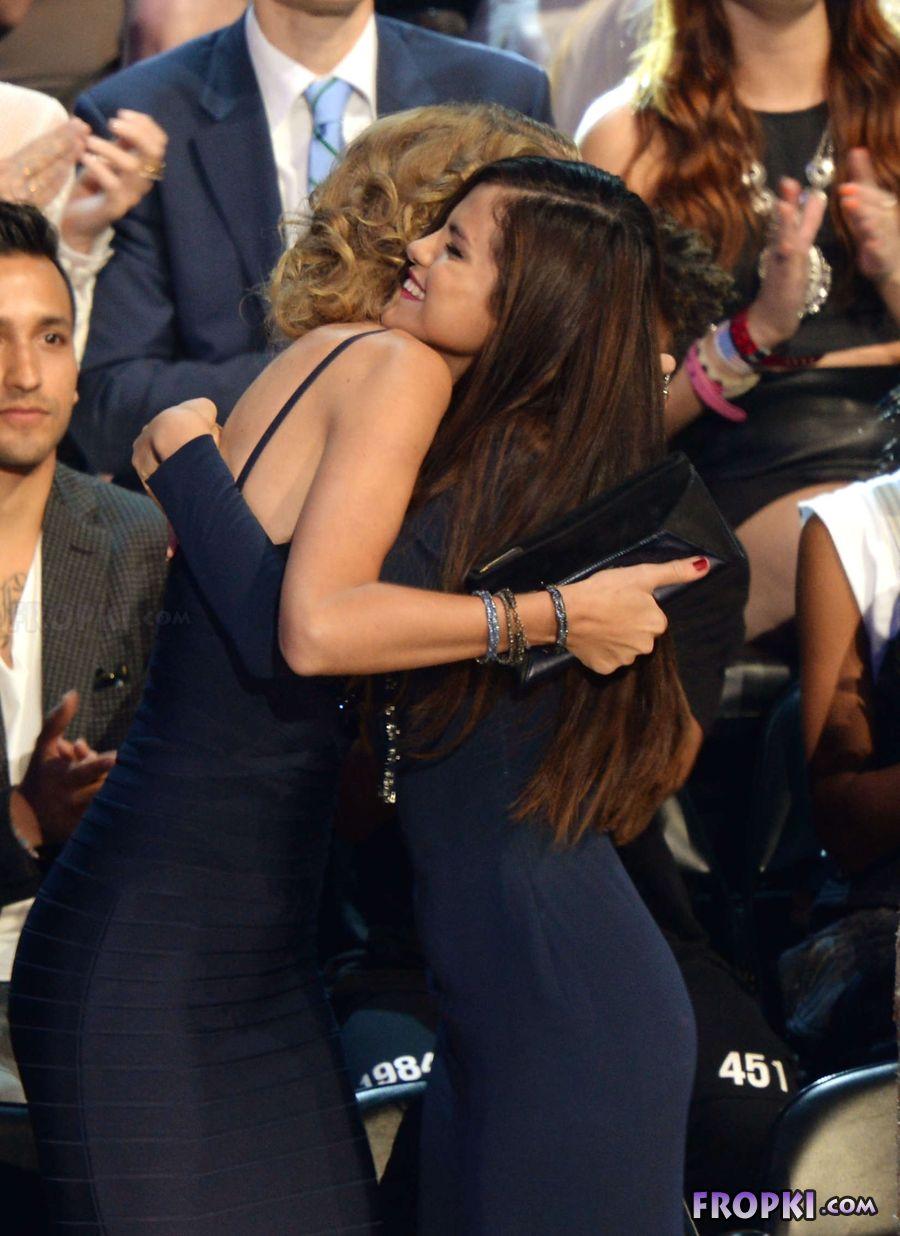 Selena Gomez - 2013 MTV Video Music Awards in NY AbwIaFvF