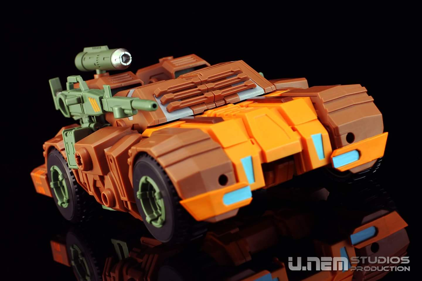 [Mastermind Creations] Produit Tiers - R-23 Dicamus - aka Roadbuster/Cahot des Wreckers IDW BACp38bG