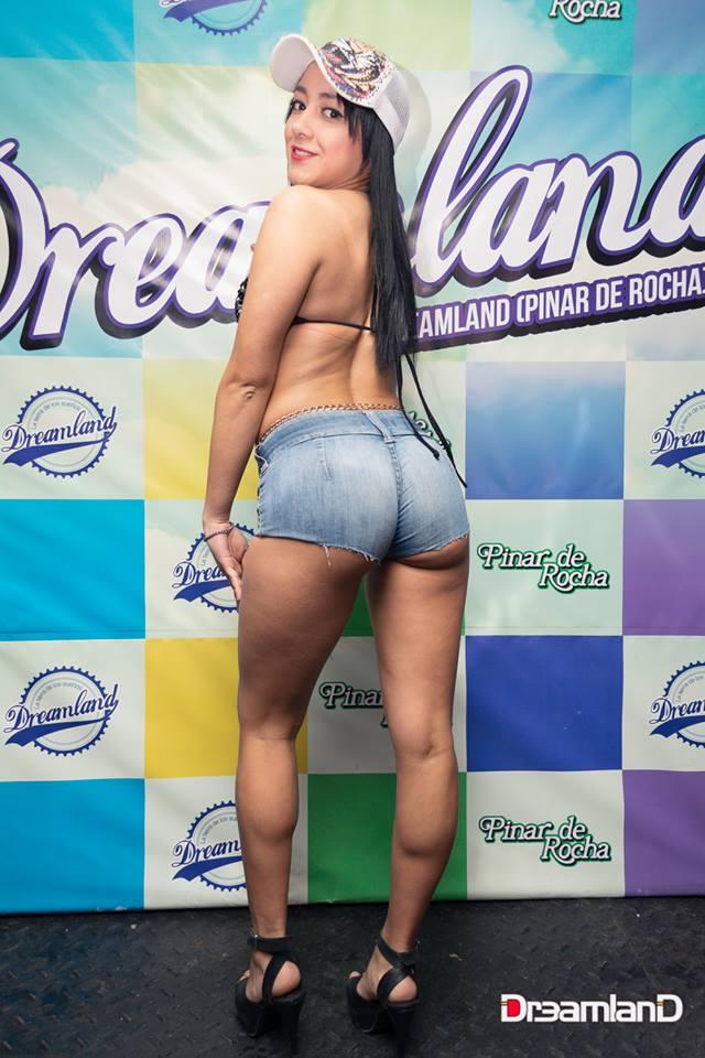 Colombiana se masturba en su webcam 5