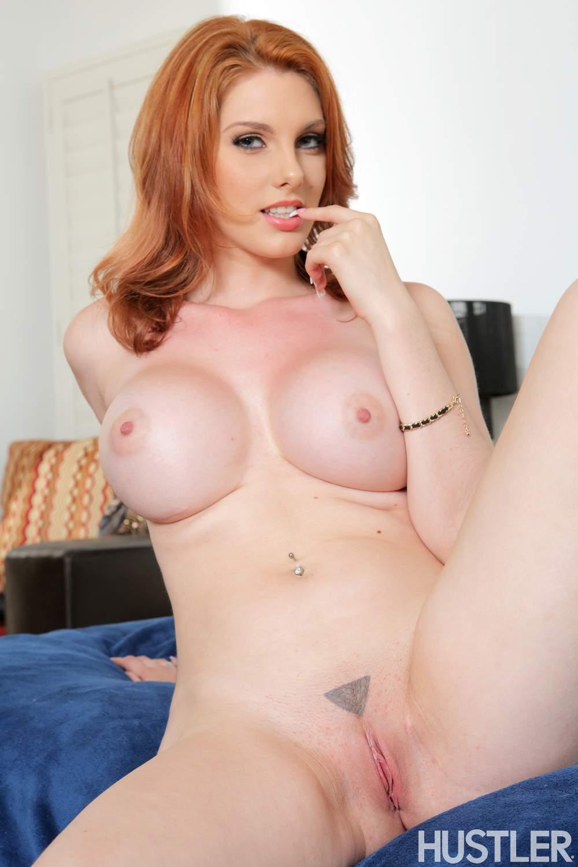 Lilith Lust muestra su golosa conchita