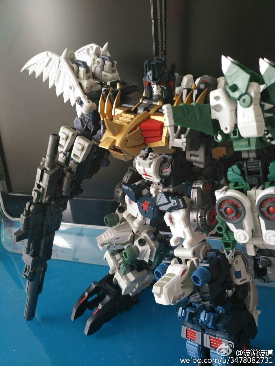 [FansProject] Produit Tiers - Jouet Saurus Ryu-oh aka Dinoking (Victory) | Monstructor (USA) - Page 2 MXsVzv2l