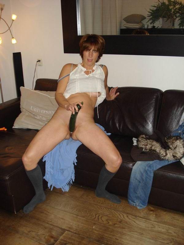 Esposa desesperada seduce adolescente