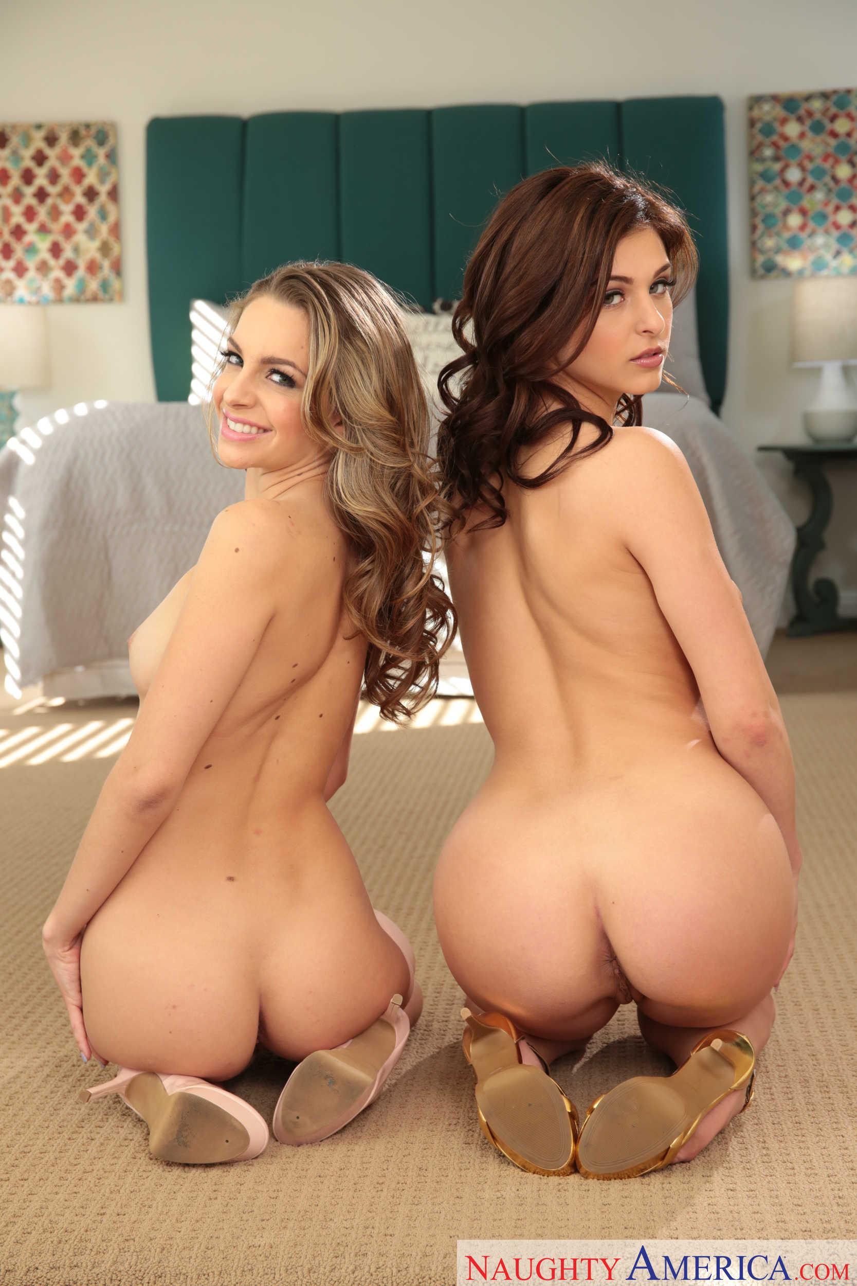 Leah Gotti y Kimmy Granger muestran sus conchitas juntas