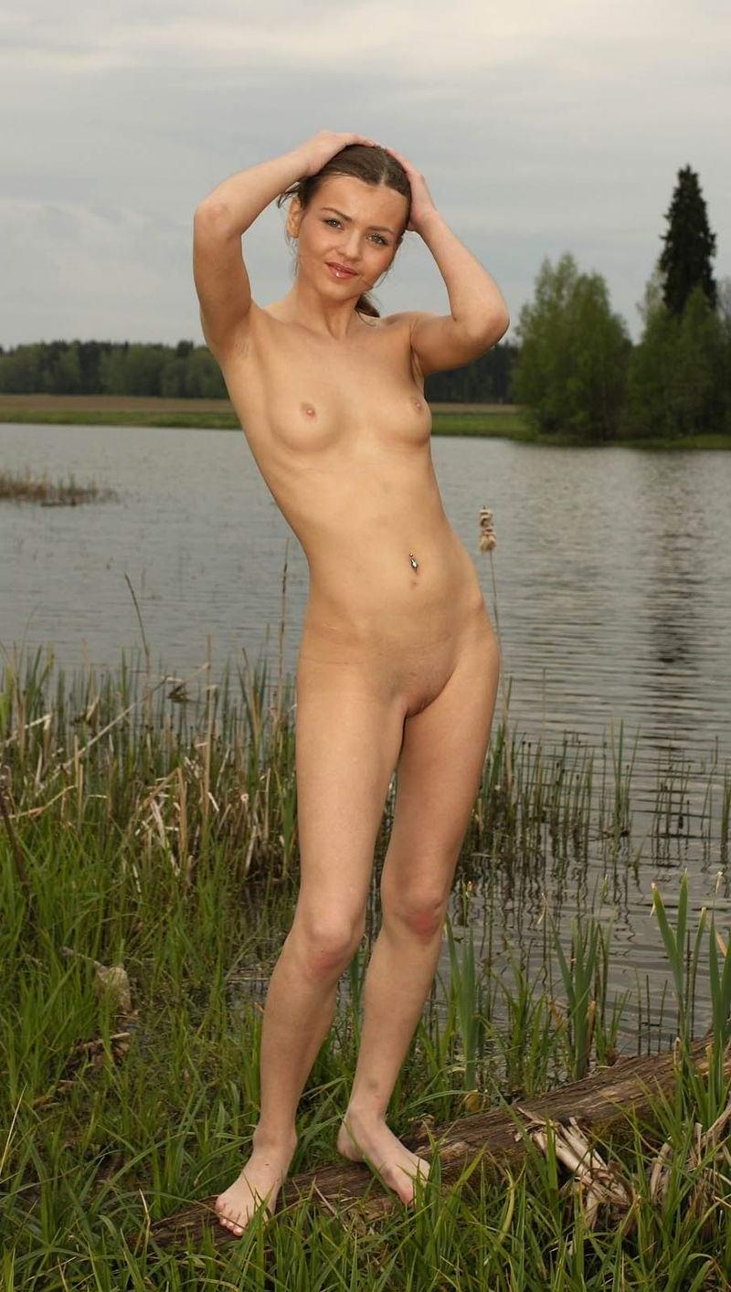 Голые бабы купаются в пруду фото 245-287