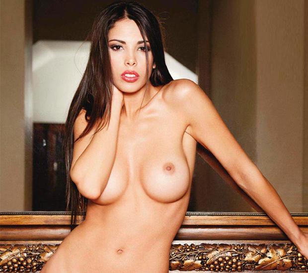Hermosa chica jugando con su culo en webcam