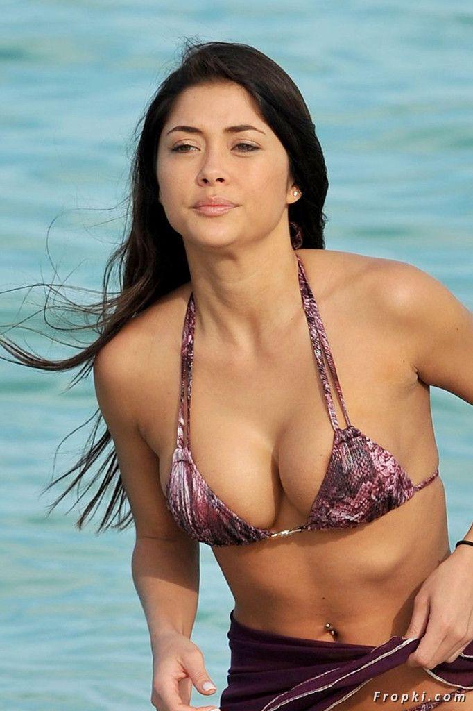 Arianny Celeste in bikini on a beach in Miami ActTGbcw