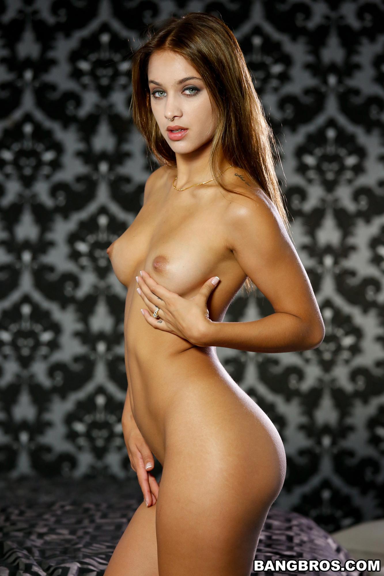 Uma Jolie muestra su conchita fenomenal