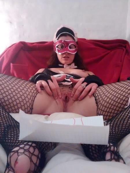 video (anal) y fotos de la putita haciendo de mucama..