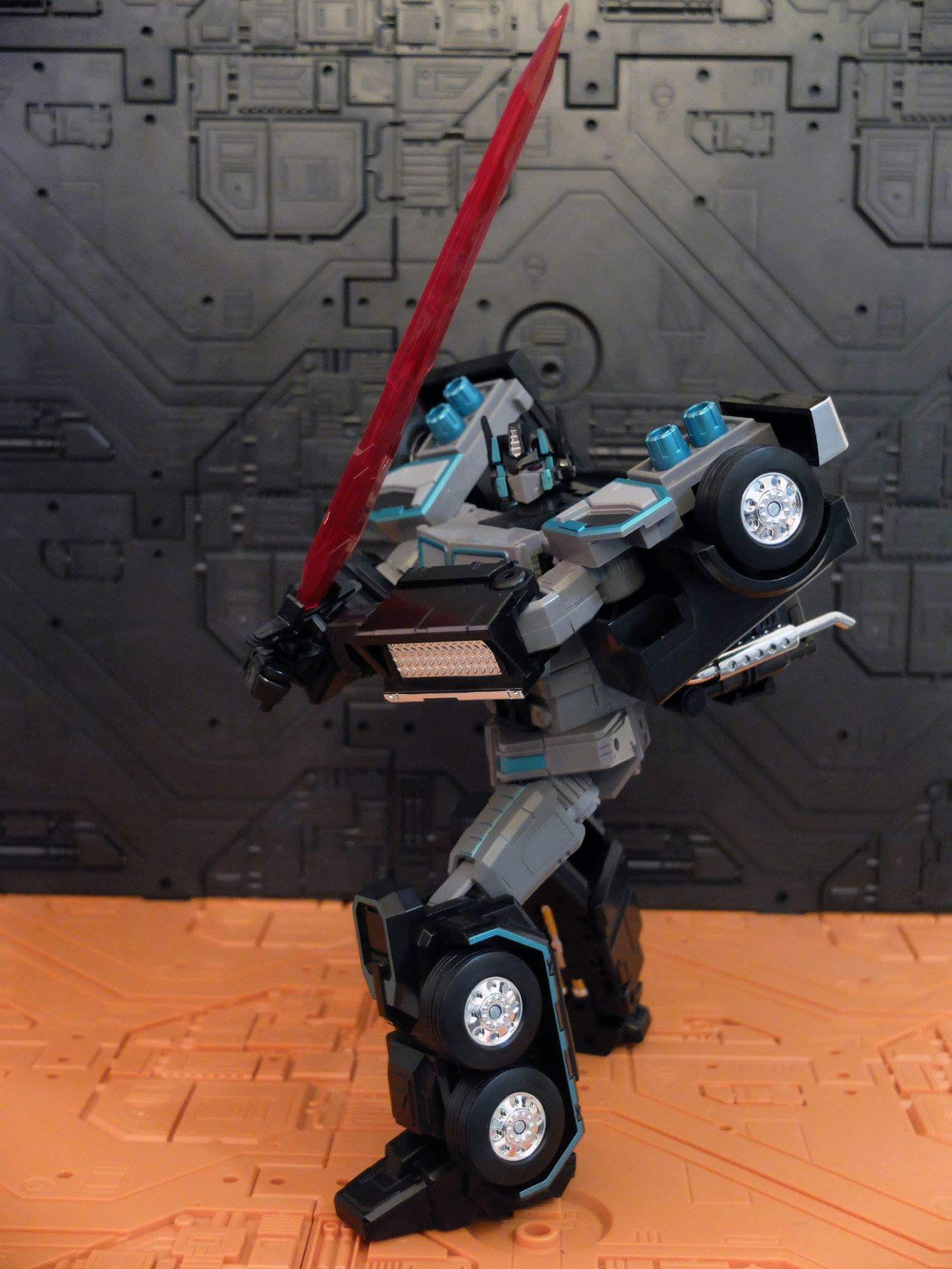 [FansHobby] Produit Tiers - Master Builder MB-01 Archenemy (aka Scourge RID 2000),  MB-04 Gunfighter II (aka Laser Optimus G2) et MB-09 Trailer (remorque) JwNIXijr