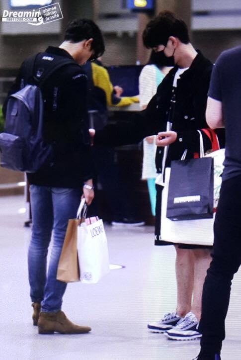 [IMG/160718] Onew, Jonghyun, Key, Minho @Aeropuerto de Kansai e Incheon (Jap-Cor) KDMqDKTy