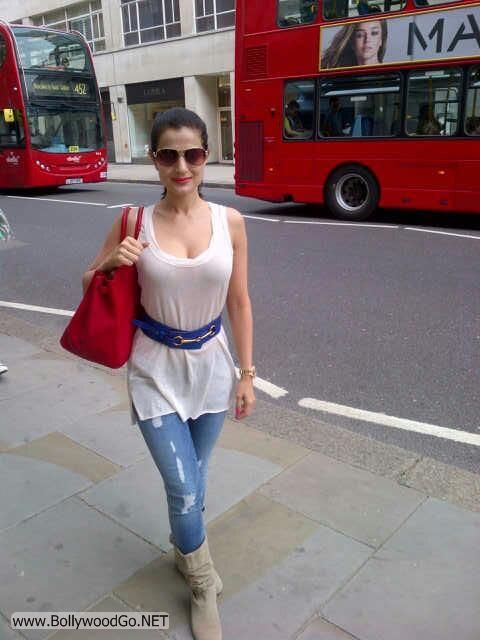 Amisha Patel Exclusive Pictures from London Vocations AdsM3fhp