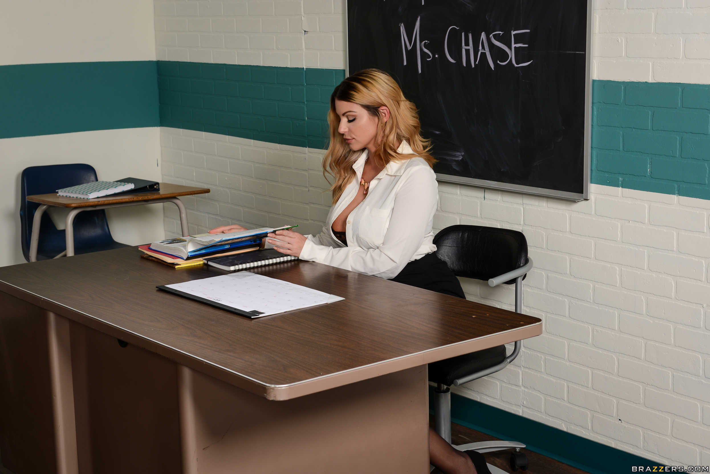 Una profesora y su alumna comparten una verga grande