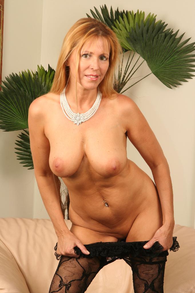 ameteur huge tits naked
