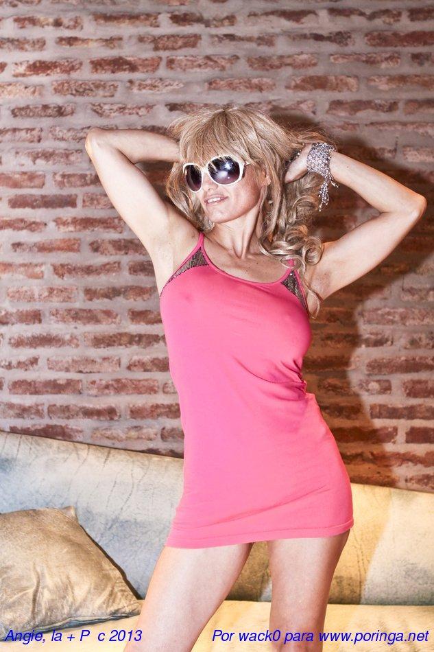 Angie y su tanga de lentejuelas (set profesional)