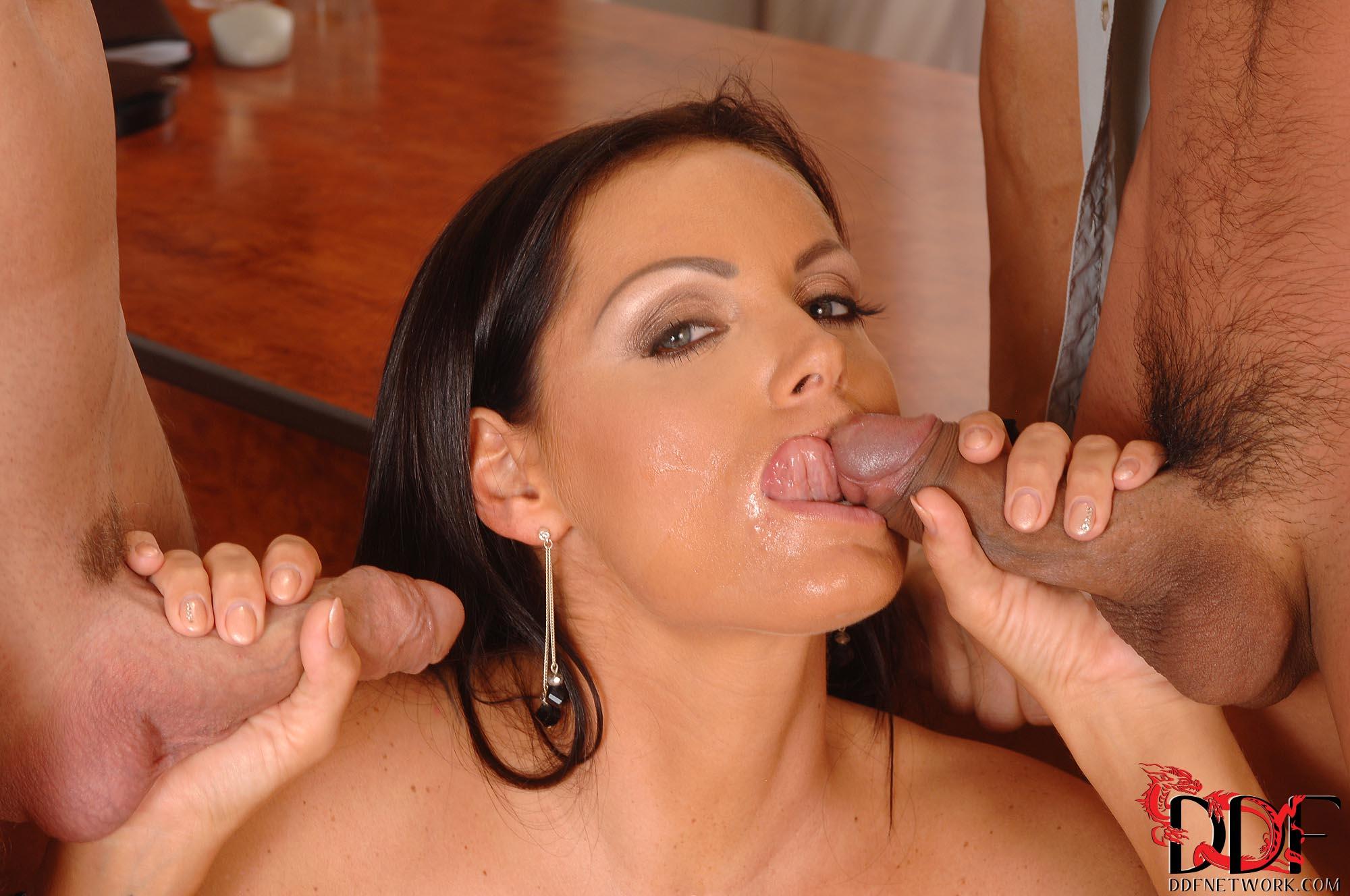 Sheila Grant - celebrar con dos vergas en la boca
