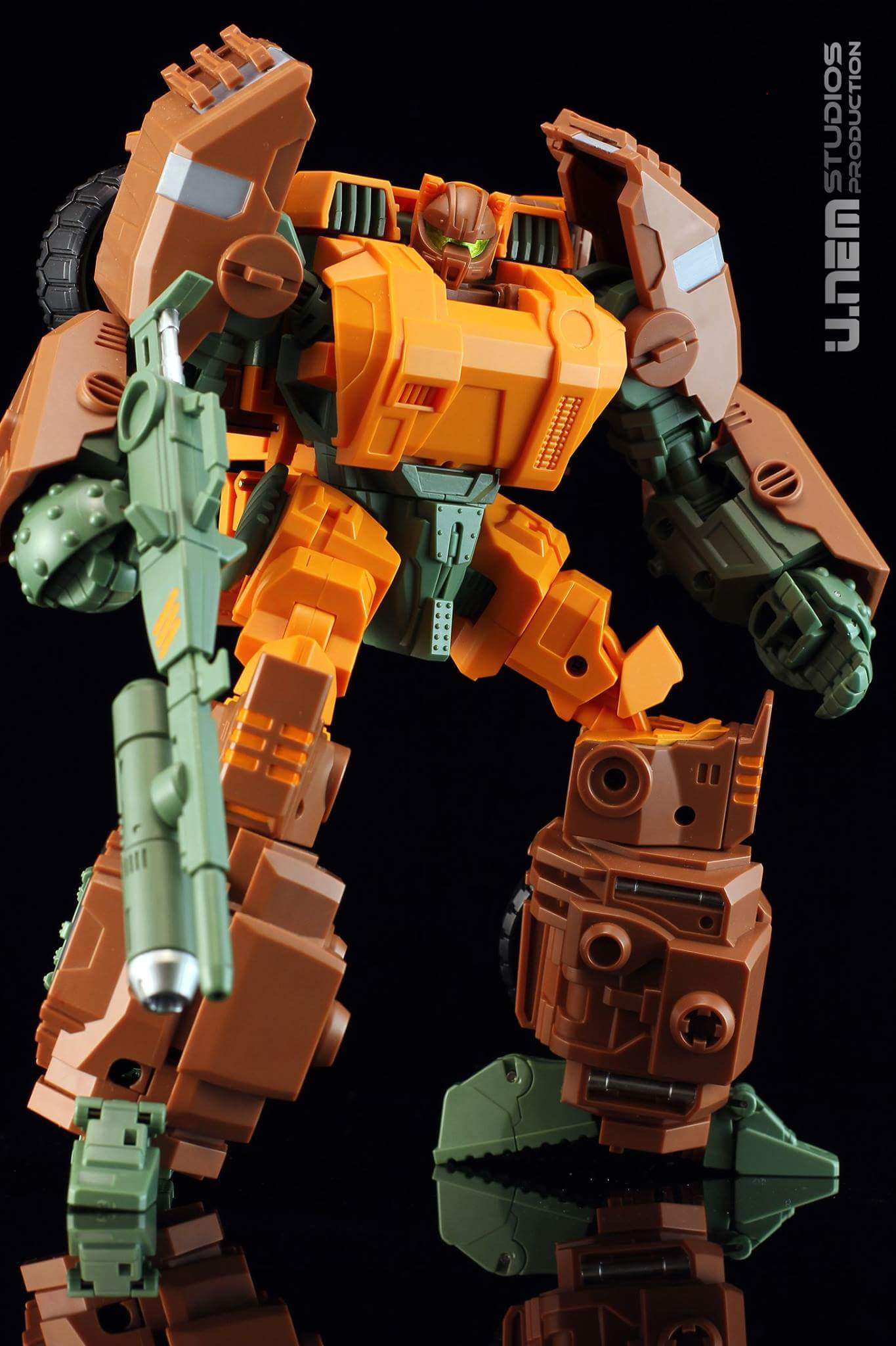 [Mastermind Creations] Produit Tiers - R-23 Dicamus - aka Roadbuster/Cahot des Wreckers IDW ZeZNgAs4