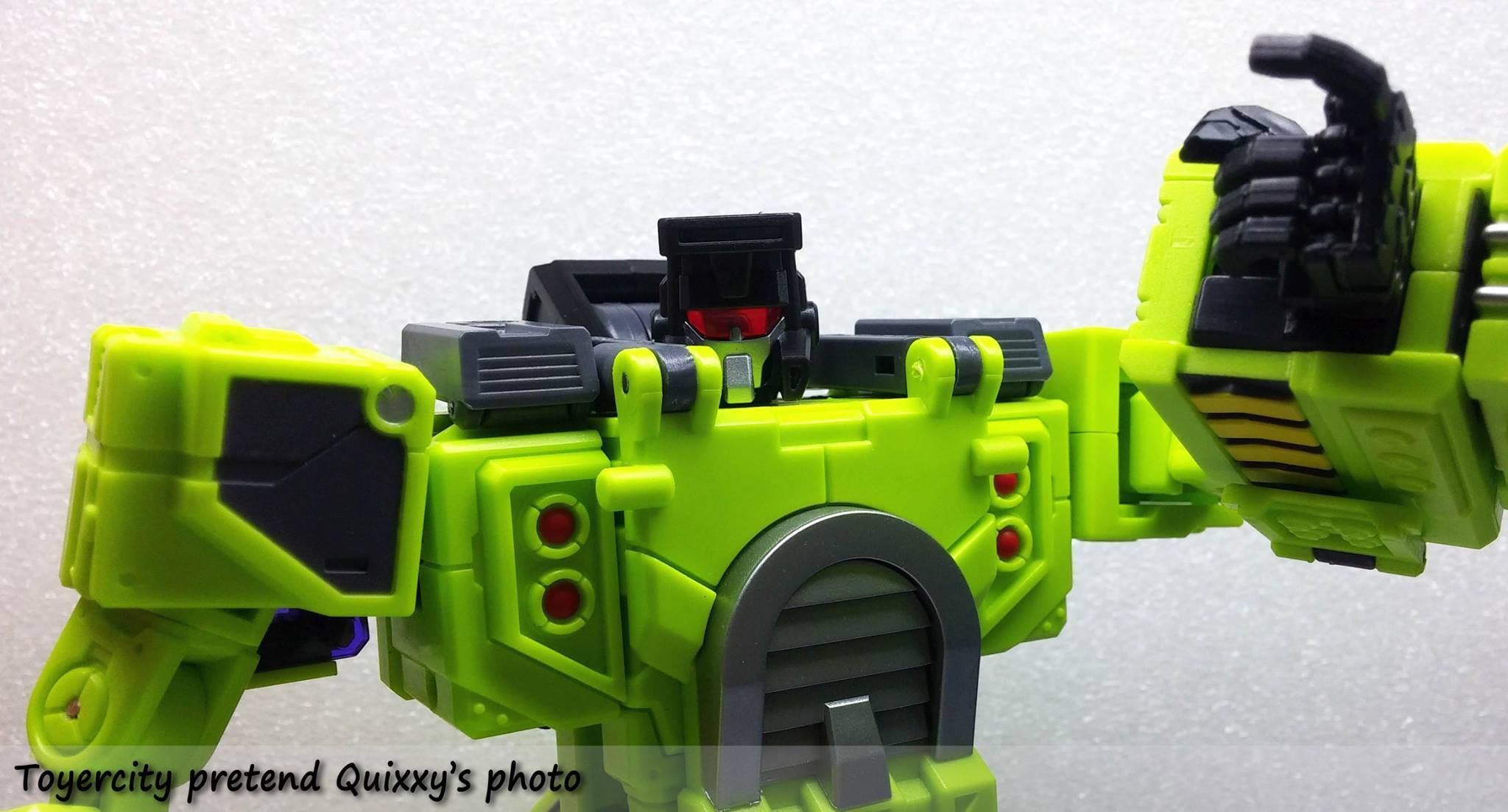 [Toyworld] Produit Tiers - Jouet TW-C Constructor aka Devastator/Dévastateur (Version vert G1 et jaune G2) - Page 3 TJLaol11