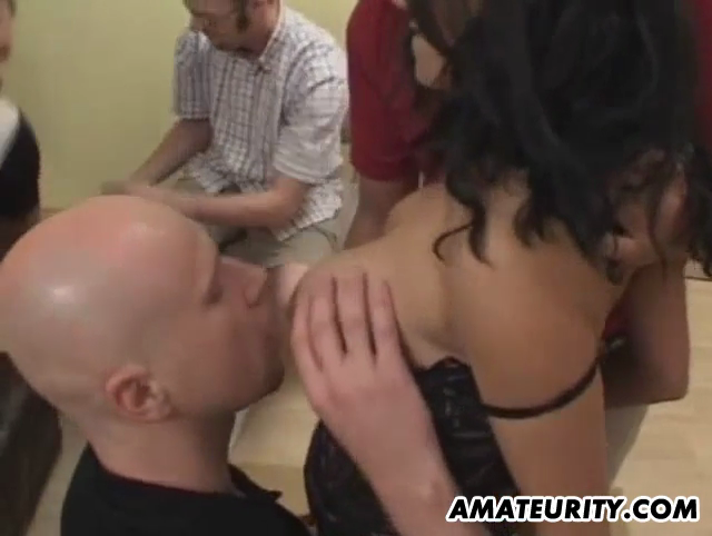 Free girl face pissing video