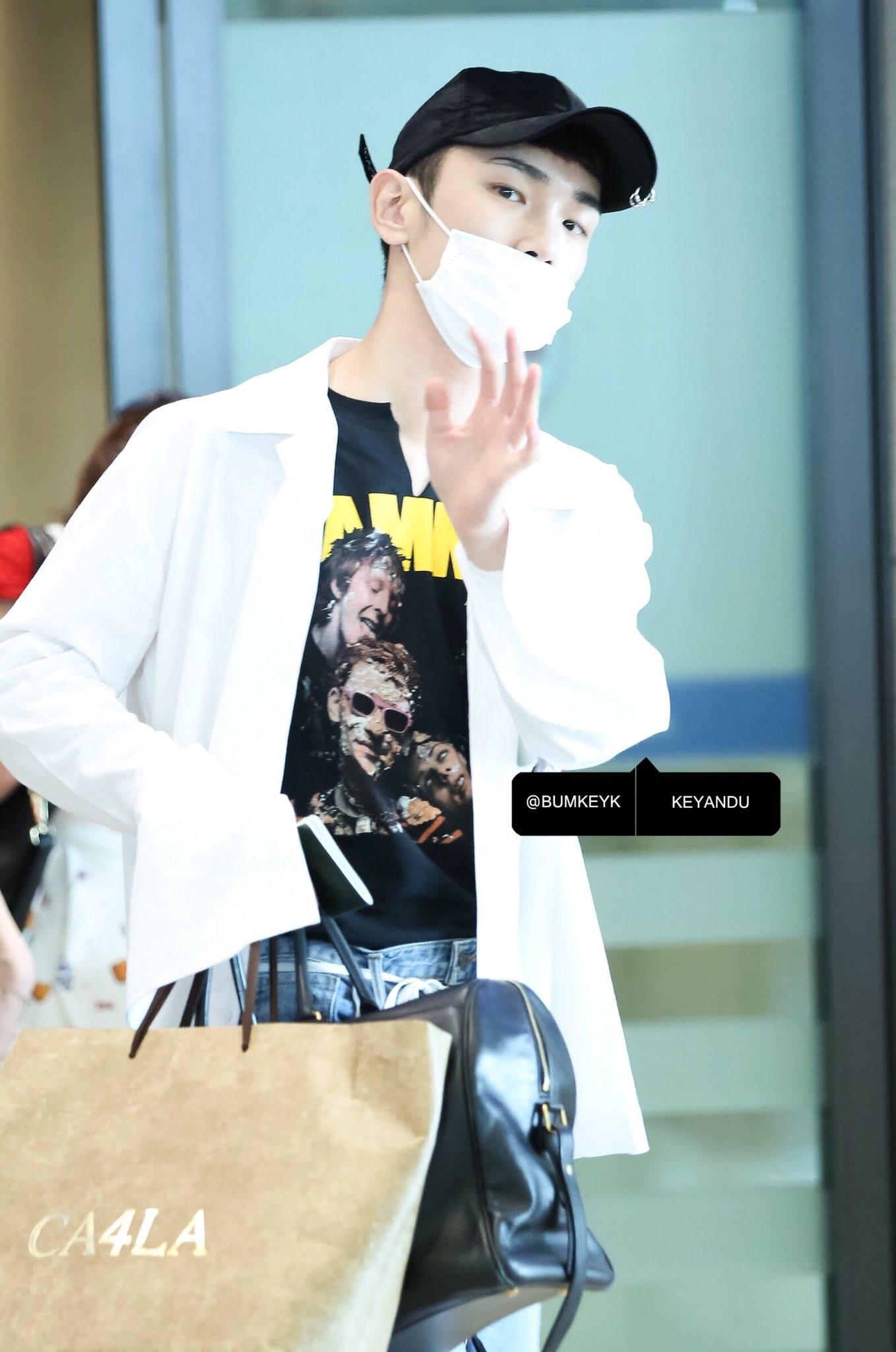 [IMG/160718] Onew, Jonghyun, Key, Minho @Aeropuerto de Kansai e Incheon (Jap-Cor) CFnjw2Fg
